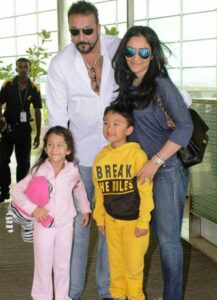 Sanjay Dutt with his wife Manyata & kids