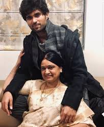 Vijay Devarakonda with his mother
