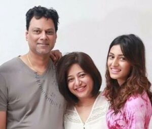 Erica Fernandes with her parents