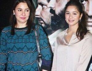Sara Tendulkar with her mother