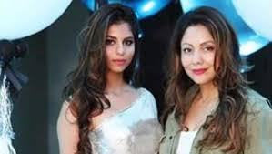 Suhana Khan with her mother