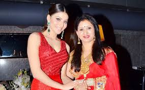 Urvashi Rautela with her mother