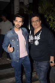 Armaan Malik with his father