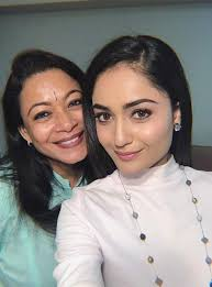 Tridha Choudhury with her mother