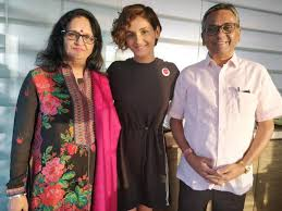 Shakti Mohan with her parents