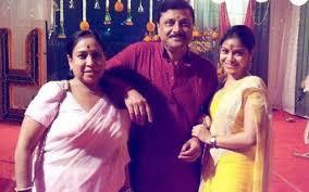 Sumona Chakravarti with her parents