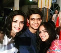 Kriti Kharbanda with her brother & sister