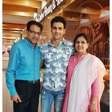 Vivek Dahiya with his parents