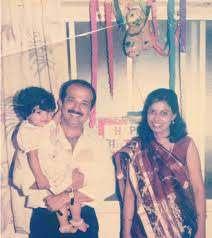 Nikki Tamboli with her parents
