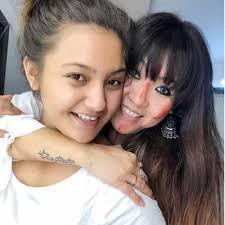 Aashika Bhatia with her mother