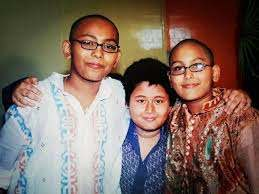 Jaan Kumar Sanu with his brothers