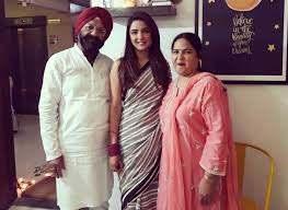 Jasmin Bhasin with her parents