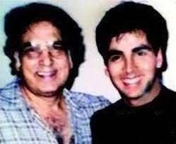 Akshay Kumar with his father