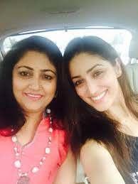 Yami Gautam with her mother