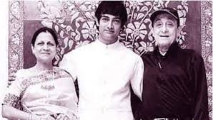 Aamir Khan with her parents