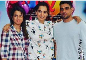 Kangana Ranaut with her brother & sister