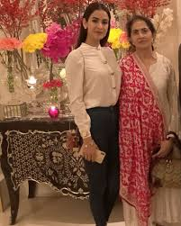 Sonal Chauhan with her mother