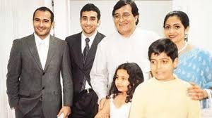 Akshaye Khanna with his family