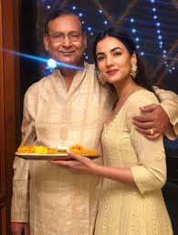 Sonal Chauhan with her father
