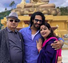Thakur Anoop Singh with his parents