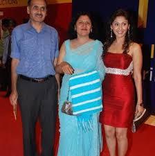Manjari Phadnis with her parents