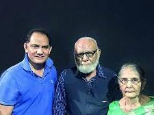 Mohammad Azharuddin with his parents