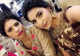 Ginni Kapoor with her mother