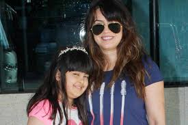 Mahima Chaudhry with her daughter