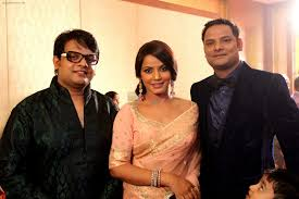 Neetu Chandra with her brothers