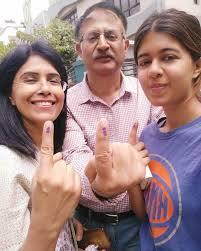 Sejal Kumar with her parents