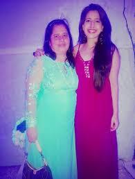 Simran Pareenja with her mother