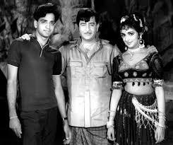 Hema Malini with her brothers