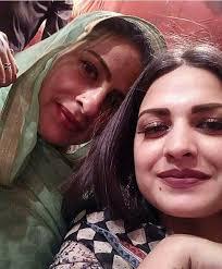 Himanshi Khurana with her mother