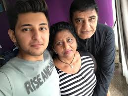 Darshan Raval with his parents