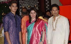 Arjun Tendulkar with his parents