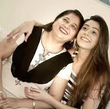 Hiba Nawab with her mother