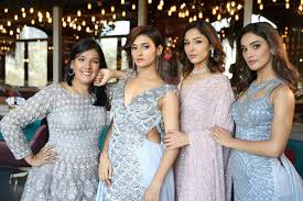 Kriti Mohan with her sisters