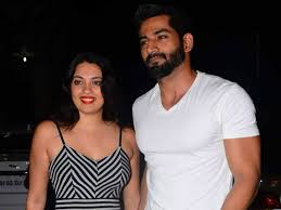 Vivan Bhatena with his wife