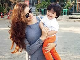 Aamna Sharif with her son
