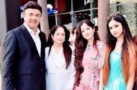 Anu Malik with his wife & daughters