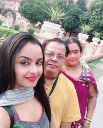Ishita Ganguly with her parents