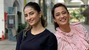Palak Tiwari with her mother