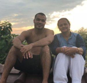 Vikas Krishan Yadav with his mother