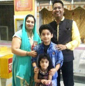 Ishant Bhanushali with his family