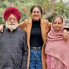 Baani Sandhu with her parents