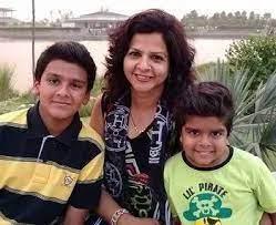 Divyansh Dwivedi with his mother & brother