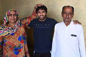 Bajrang Punia with his parents