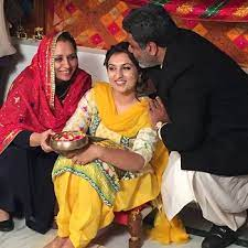Hobby Dhaliwal with his daughter