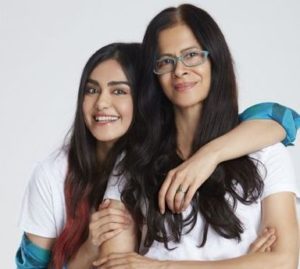 Adah Sharma with her mother