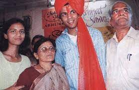 Abhijeet Sawant with his parents